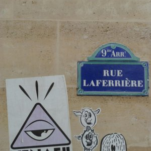 Collages street art Paris laferrière